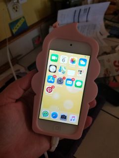 Pink IPod touch 6th Gen 32GB