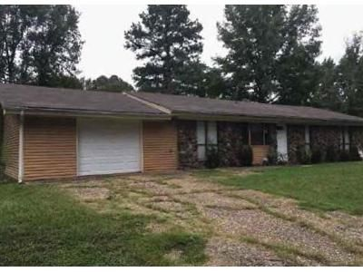 4 Bed 1.5 Bath Foreclosure Property in Little Rock, AR 72209 - Wooddale Dr