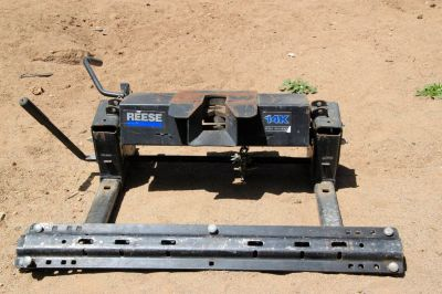 Reese Fifth-wheel slider hitch