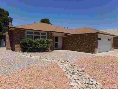 3813 Trawood AV ALAMOGORDO Three BR, ALL THIS CAN BE YOURS!