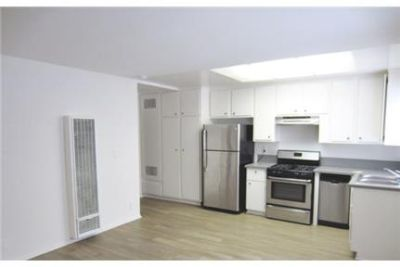 1 bedroom - 1Bed 1Bath apartment in a quiet. Parking Available!