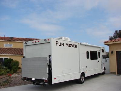 2004 Thor Motor Coach FOUR WINDS FUN MOVER 31C