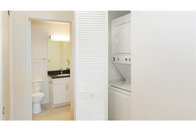 Pet Friendly 1+1 Apartment in Hermosa Beach. Covered parking!
