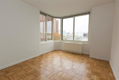 NO FEE 3 bed with Washer/ dryer in unit