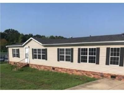 3 Bed 2 Bath Foreclosure Property in Barling, AR 72923 - Short 10th St # 10