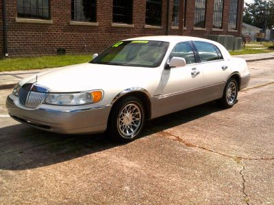 2002 Lincoln Town Car Signature (WHI)