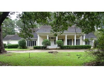 3 Bed 4.5 Bath Foreclosure Property in Center, TX 75935 - Pine St