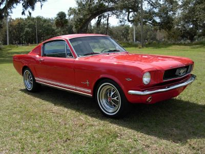 1966 Ford Mustang Fastback (Red)