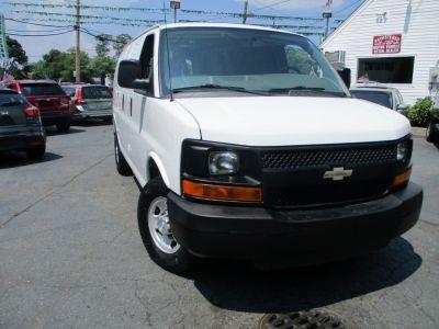 """2015 Chevrolet Express Cargo Van RWD 2500 135"""" (Summit White)"""