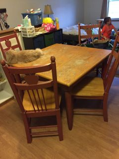 Free kitchen table and chairs pickup today 5-26