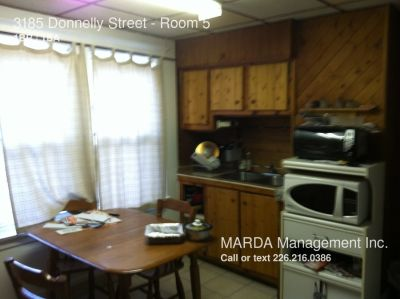 STUDENT ROOM FOR RENT