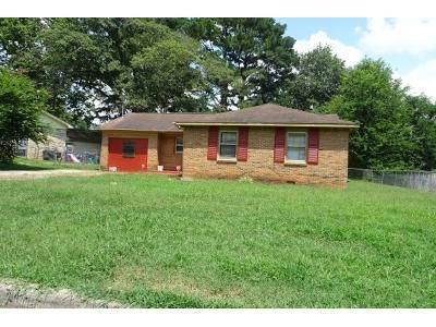 3 Bed 1 Bath Foreclosure Property in Huntsville, AL 35810 - Trent Dr NW