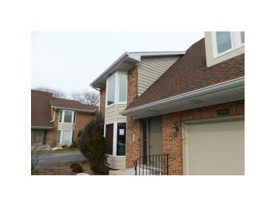 2 Bed 2 Bath Foreclosure Property in Arlington Heights, IL 60004 - N Douglas Ct