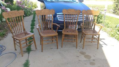 Pretty dining room chairs 30$