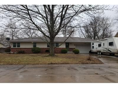 3 Bed 2 Bath Preforeclosure Property in Hesston, KS 67062 - Sunset Dr