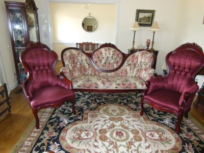 VICTORIAN COUCH WITH MATCHING CHAIRS IN EXCELLENT CONDITION