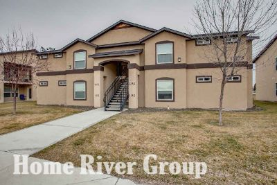 2 Bed 2 Bath Apartment with Granite, Hardwood, W/D, Gym, Pool, & Clubhouse!