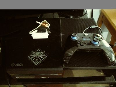 Xbox one w/controller & 5 games
