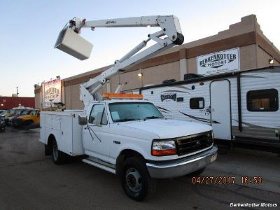 1993 Ford F-450 Regular Cab Bucket Truck (White)