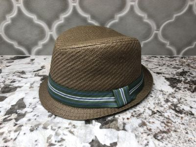 Boys hat. Size is 5-6yr. Brand is Ruum.