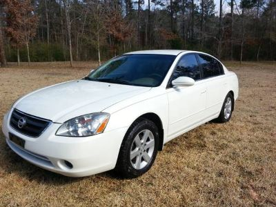 ... 2004 Altima 2.5 SL...  GRANDMAS CAR  Low miles and immaculate (Nacogdoches)