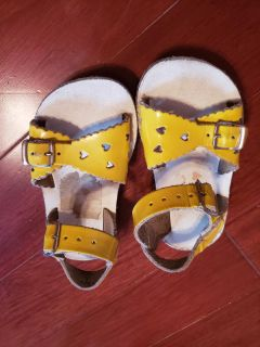 Yellow size 6 sandals