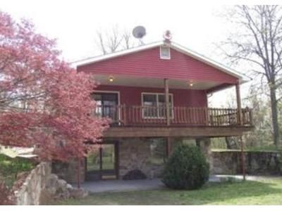 2 Bed 2 Bath Foreclosure Property in Capon Bridge, WV 26711 - White Pine Ln