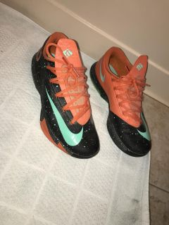 Kevin Durant basketball shoes. Size 10.5
