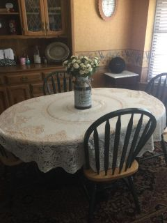 Kitchen table w/matching hutch