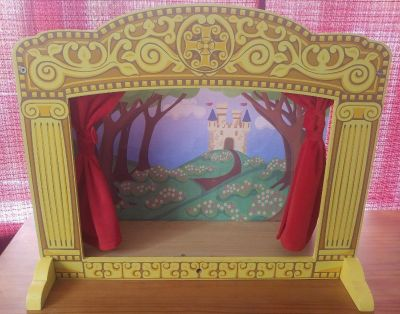 Melissa & Doug tabletop puppet theatre and puppets