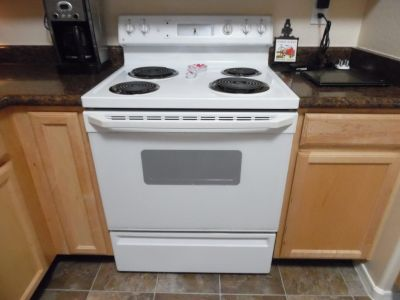 GE Electric stove in great working condition
