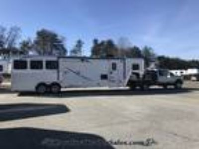 2019 Merhow 3H 12.5' LQ Huge first stall/mid tack/ side ramps! 3 horses