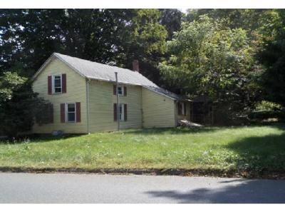 2 Bed 1 Bath Foreclosure Property in Middletown, CT 06457 - Country Club Rd
