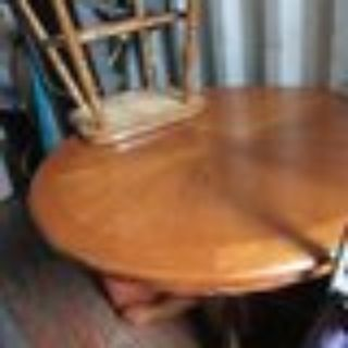 Kitchen table w/ 3 chairs