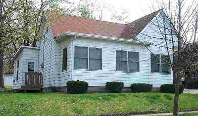 809 S Washington Street BLOOMINGTON Four BR, Eight blocks to IU