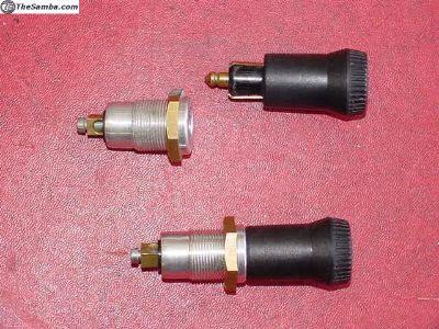 Accessory plug / socket