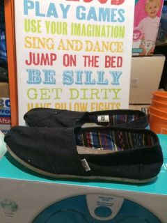 Toms womens 9.5 shoes slip ons