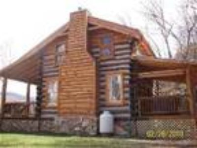 Limestone cabin - Hot Springs NC romantic honeymoon log Cabin rental with hot