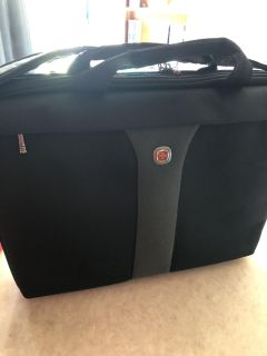 NEW Laptop bag by Wenger(Swiss Army knife maker) 18 w X 14 H Checkpoint Friendly w/shoulder strap and can hold w/handles too was $60