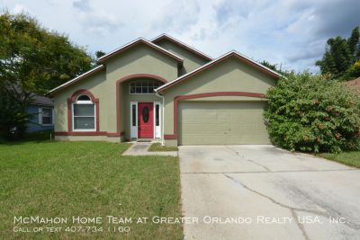 Spacious 3br 2ba in ALAFAYA WOODS, vaulted ceilings, covered porch.