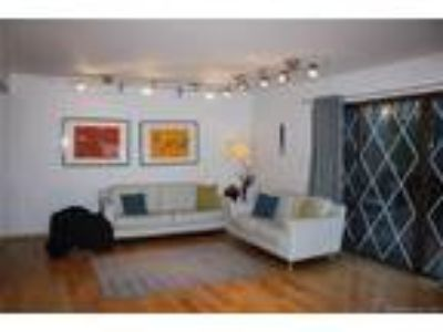 Stamford, Spacious Three BR 3.5 BA town home set in