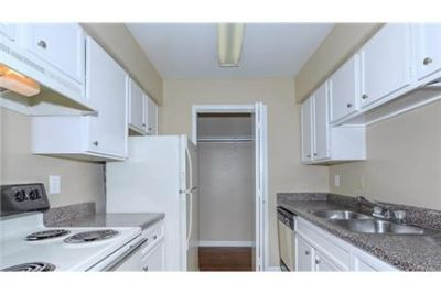 2 bedrooms Apartment - Discover Crescent in Houston.