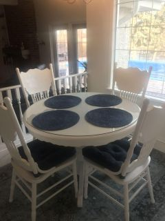 Farmhouse Pedestal Table and Chairs