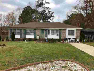 4135 Savannah Dr. Effingham, Roomy Three BR home with one