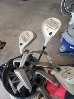 Full Set of Men's Golf Clubs.