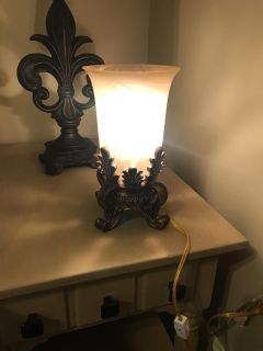Antique style short table lamp. $10