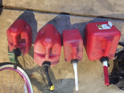 4 used gas cans