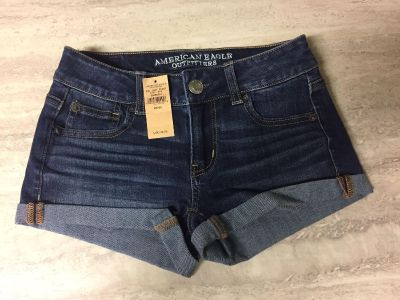 Brand New American Eagle Stretch Shorts Size 00. CP.