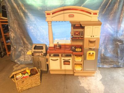 Little Tikes Kitchen w/basket of food & cookware, nice condition, stove & grill have sound effects **READ PICK-UP DETAILS BELOW