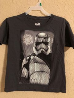 Star Wars Like New Grey Short Sleeve Shirt. Great Condition. Size XS